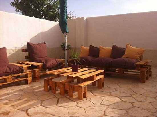 Crear muebles de jard n con pal s de madera - Muebles de jardin de madera ...